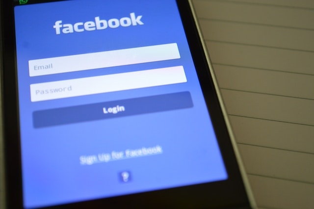 using facebook to capture leads with social jacker